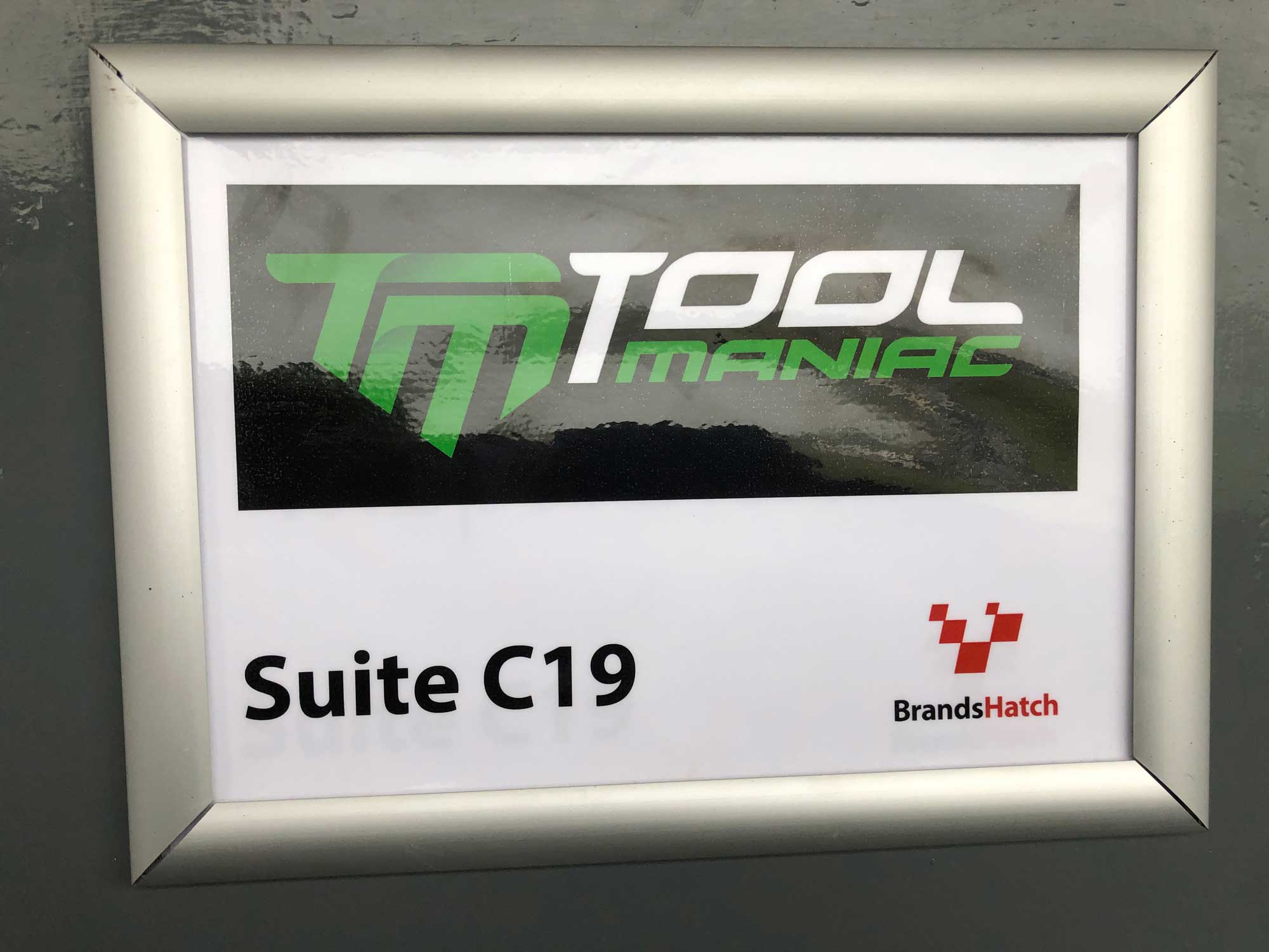 brands-hatch-suite-tool-maniac-sign
